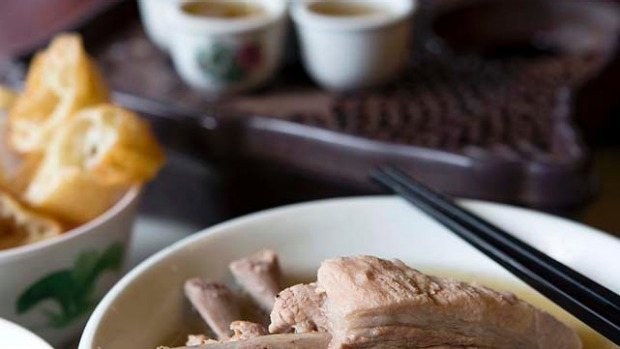 Bak kut teh (pork bone soup). The Hokkien version of this traditional breakfast favourite features a dark soup with a strong herbal taste, but most Singaporeans prefer the Teochew version with its clear soup and liberal sprinkling of white pepper. Where: 