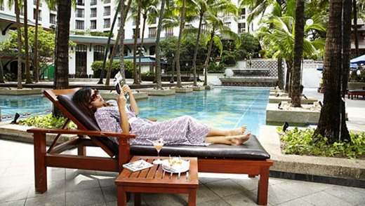 Relaxing ... Chatrium Hotel Royal Lake in Yangon.