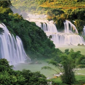Ba Gioc waterfall borders China.