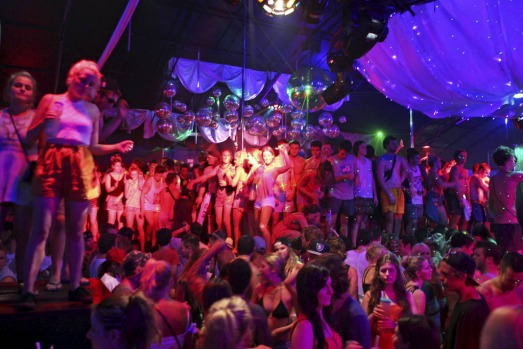 The Bounty Nightclub packed to the rafters during Schoolies visit to Bali.?