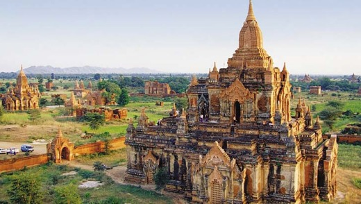 One of the many Burmese temples at Bagan.