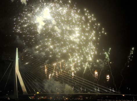Fireworks on New Year's Eve at the Erasmus Bridge in Rotterdam.