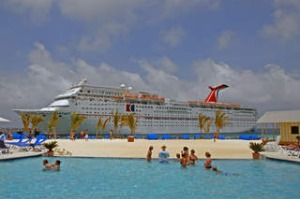 Grand Turk Island Caribbean Islands tourists in swimming pool cruise ship. CREDIT ALAMY