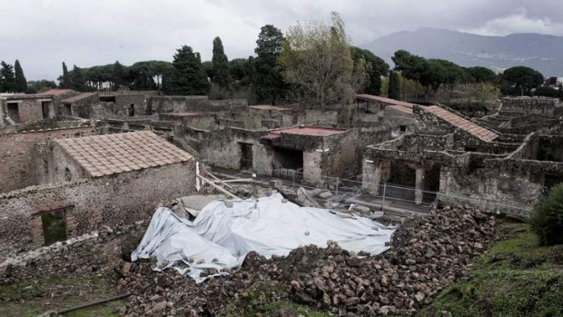 In 2010 a house, once used by gladiators to train before combat, collapsed in Pompeii.