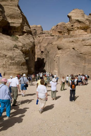 Crowds of tourists enter the Siq.