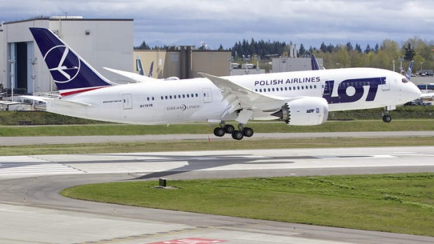 The LOT Polish Airlines Boeing 787 Dreamliner used for the test touches down.