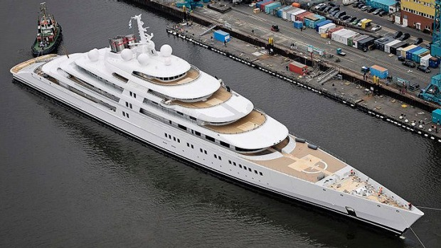 World S Largest Superyacht The Azzam