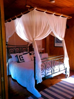 The bedroom of Wild Lime Cottage at Worendo.