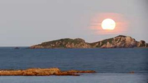 Harvest moon rising over the Tollgates at Batemans Bay