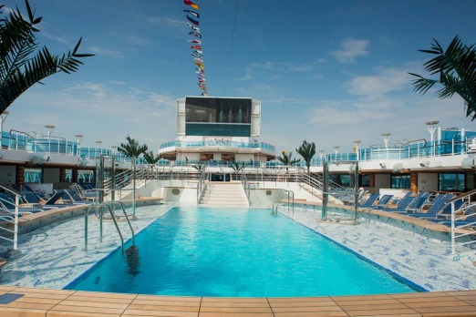Lido Deck with plunge pool and fountain pool on board the Royal Princess.