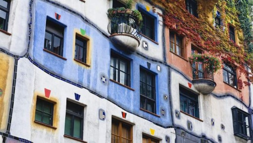 Only for ogling: Visitors cannot enter the Hundertwasserhaus.