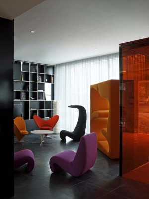 BOUTIQUE TOUCHES: Citizen M Hotel Amsterdam Schiphol. You could be forgiven for thinking you'd wandered into a stylish ...