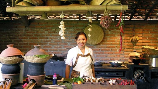 An Indonesian cooking class.