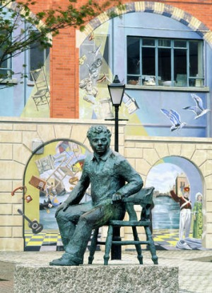 Dylan Thomas's statue in Swansea.