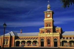 *** low res *** shd travel august 4 murray river road trip lee atkinson GETTY?*** low res ***?  Albury railway station ...