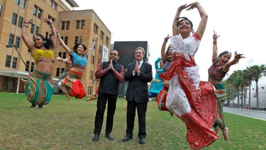NSW Premier Barry O'Farrell outside the MCA with dancers for the campaign.