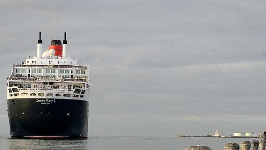 The Queen Mary arrives at Port Melbourne.