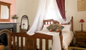 Snooze in comfort in the Green Cape Lighthouse Keeper's Cottage.