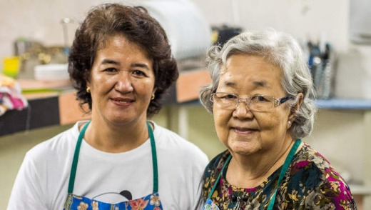 Serena and her mother, who run Bumbu Cooking School.