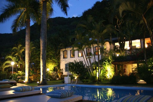 Pousada Picinguaba, Paraty: Forget about door-to-door delivery. To reach this rustic hideaway, tucked away behind a ...