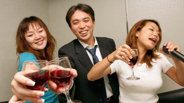 Sing karaoke in Roppongi. From high-end private rooms featuring Jacuzzis and waiter service to seedy bars with a mic stand and a broken TV, there?s a little karaoke to suit every taste in the suburb of Roppongi.