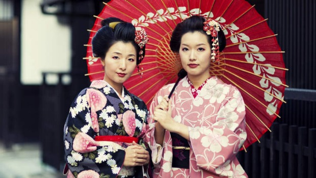 Two Japanese sisters dressed in the traditional kimonos.