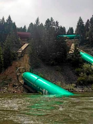 The train derailment damaged the shipment of jetliner fuselages and other large parts on its way to Boeing factories in Washington state.