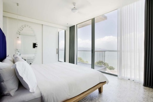 Point Yamu Bay suite with balcony