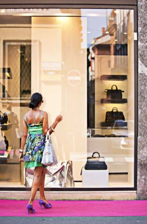 Milan is not the only place were the rich and famous like to shop when in Italy.