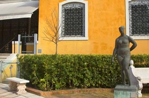 View of courtyard at the Peggy Guggenheim art gallery.