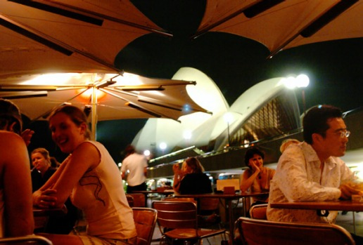 10pm. Head back to Circular Quay for a last nightcap before preparing for your departure.