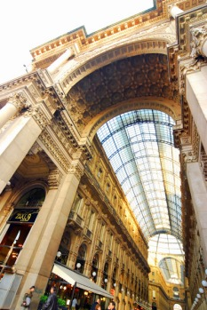 Town House Galleria is located inside the Galleria Vittorio Emmanuele II - a magnificent Belle Epoque construction that ...