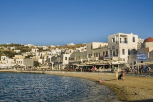Sand and white buildings downtown at Platis Gialos.