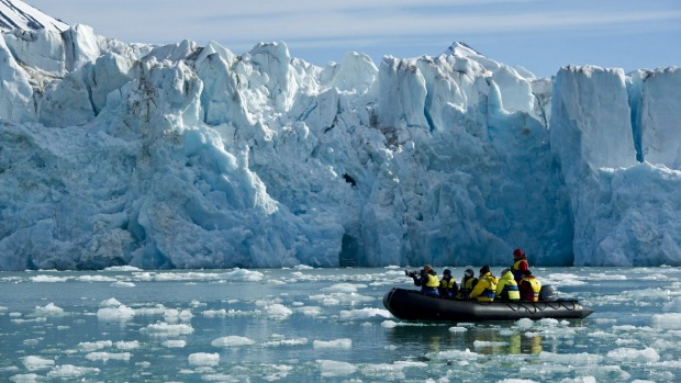 Photographing a glacier in Spitsbergen with Aurora Expeditions.