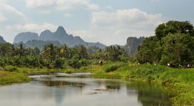 The ride from Surat Thani to Krabi takes in spectacular countryside that few tourists see.