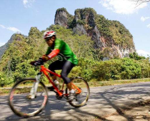 The spectacular limestone peaks of the Krabi province.