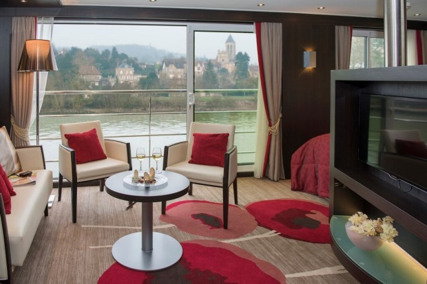 Avalon Waterways, Tapestry II.: Spacious living in the royal suite.
