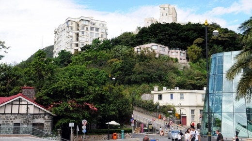 Victoria Peak is the most important sightseeing point at Hong Hong Island.