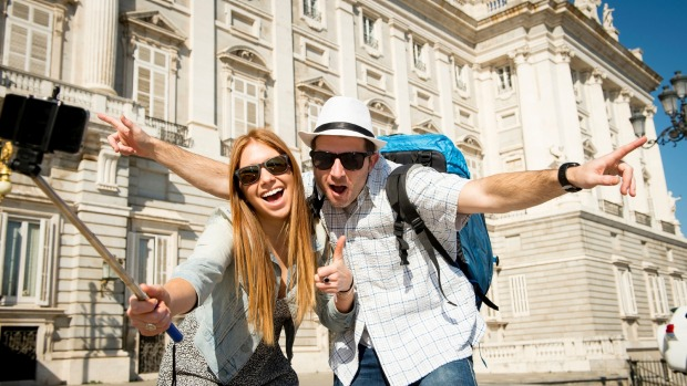 'Tinder for travellers' dating app matches you with ...