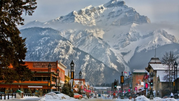 Snow centre: Banff Avenue, Banff, looking towards Cascade Mountain. The Mount Norquay ski-field is nearby.