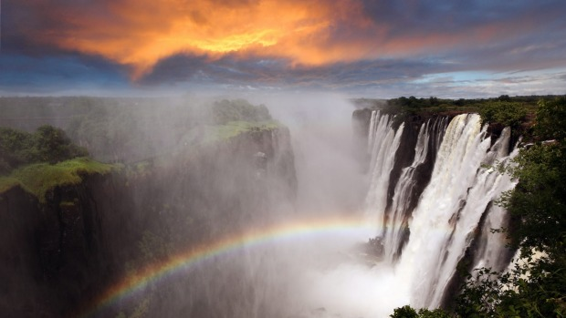 The Victoria Falls at Livingstone, Zambia: A deafening curtain of water 1.7 kilometres wide and 108 metres high, ...