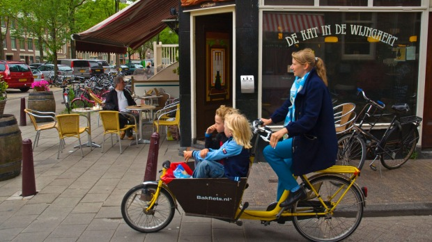 Save money when you go Dutch with the kids in Amsterdam by staying in a serviced apartment.