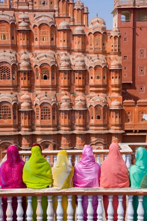 Women in bright saris in front of the Hawa Mahal (Palace of the Winds), built in 1799.