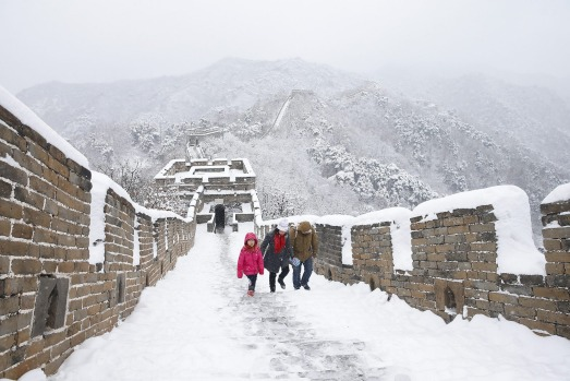 Snow covers the great wall of china photos