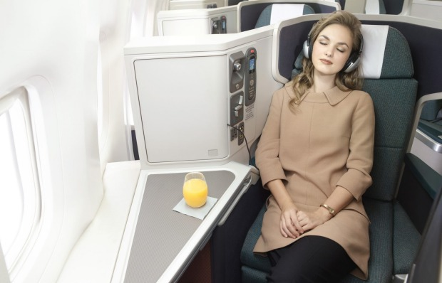 Cathat Pacific Boeing 777-300ER Business Class cabin.