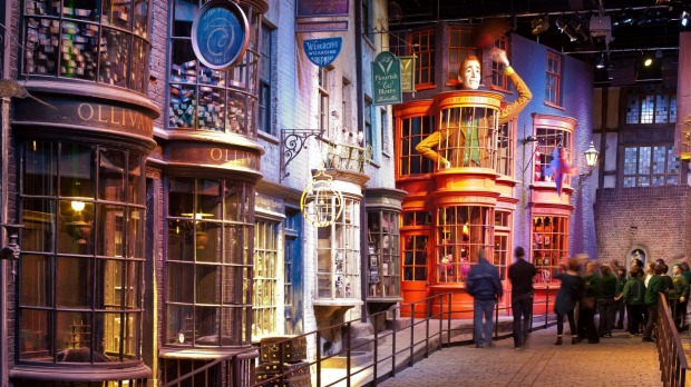 Image result for HARRY POTTER WORLD - WARNER BROS. STUDIO