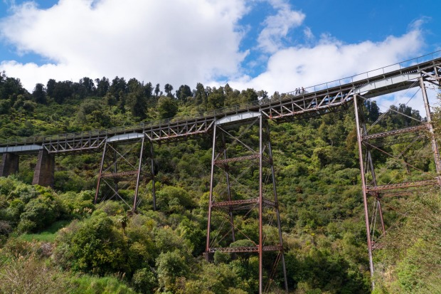 The historic Hapuawhenua Viaduct is an extraordinary structure that you can discover on the Mountains to Sea cycle trail.
