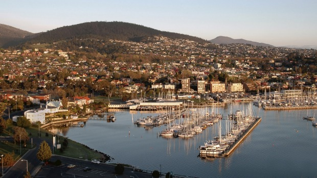 how to go to launceston from hobart