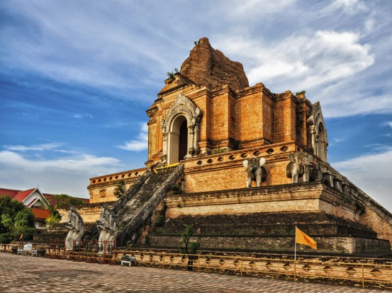 Buddhist temple Wat Chedi Luang in Chiang Mai, Thailand.