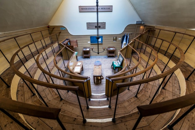 The Old Operating Theatre Museum: A 19th Century operating theatre with student viewing gallery.